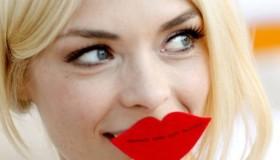 Kissable Lips: How To Make Lipstick Last Longer