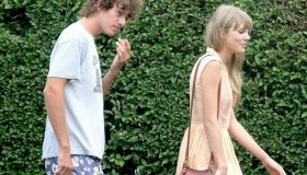 Taylor splits from Conor Kennedy!