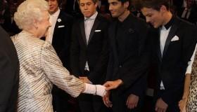 One Direction meet the Queen