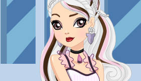 Ever After High Dress Up Duchess Swan